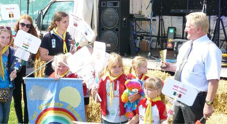 Bradley Stoke Mayor Cllr John Ashe presents the Rainbows with their award on Saturday 23rd August 2014